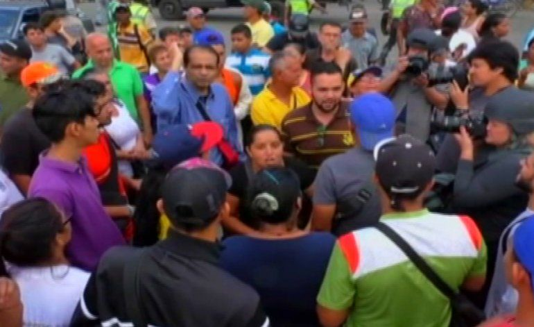 Más protestas en Venezuela terminan en disturbios y saqueos