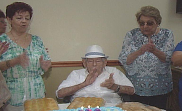 Cubano nacido en Matanzas celebró sus 100 años por todo lo alto