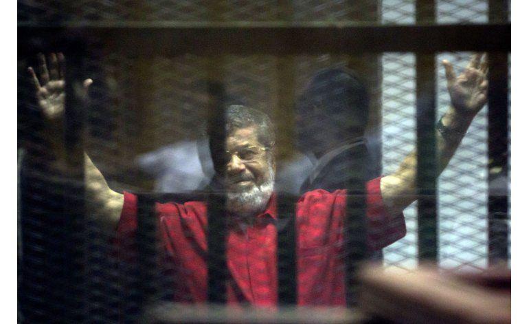 Condenan a muerte a empleados de Al Jazeera; 25 años a Morsi