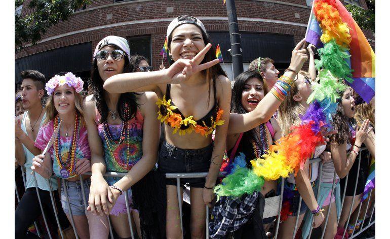 EEUU: Gays en desfiles dicen que no cederán ante el miedo