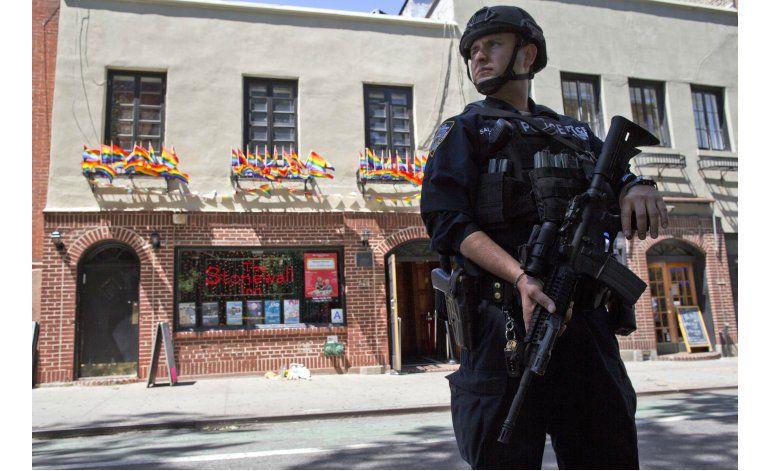 Antes los golpeaban y acosaban, ahora policía protege a gays