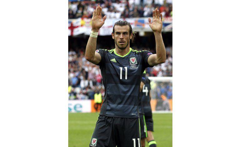 Gales se persigna a los goles de Bale ante Rusia