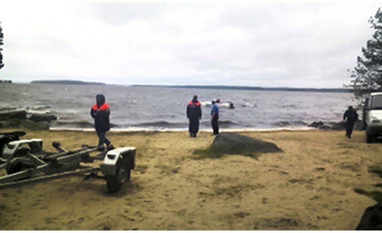 Mueren 14 niños en naufragio en lago ruso