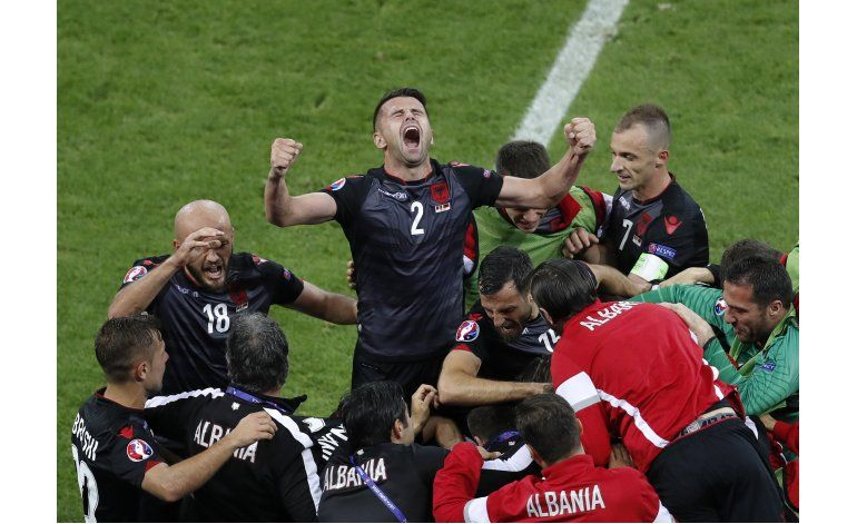 Albania despacha 1-0 a Rumania y aún sueña con avanzar