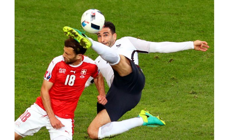 Francia y Suiza, 1-2 a octavos tras empate sin goles