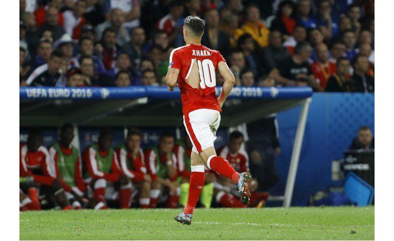 Suiza bromea por las camisetas rotas de Puma