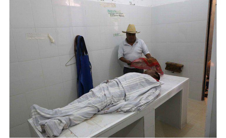 México: maestros y policía cruzan señalamientos por choques