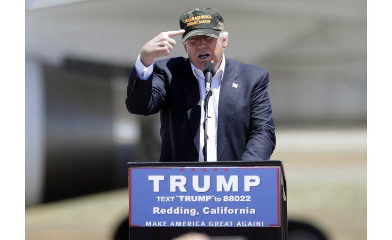 Trump dice que nunca abogó por armas en clubs