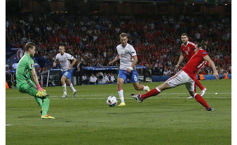 Otro gol de Bale y Gales vapulea a Rusia para ganar su grupo