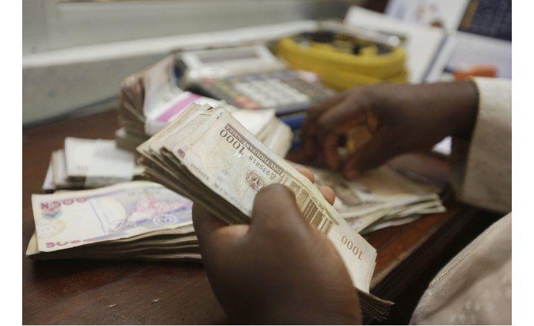 Moneda de Nigeria se devalúa más del 40%