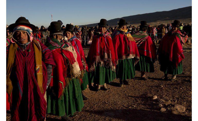 Bolivia recibe el año nuevo aymara 5524