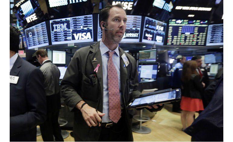 Wall Street cierra con ligera alza tras anuncio de la Fed
