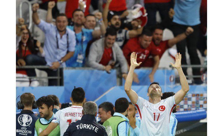 Turquía gana y elimina a República Checa en la Euro