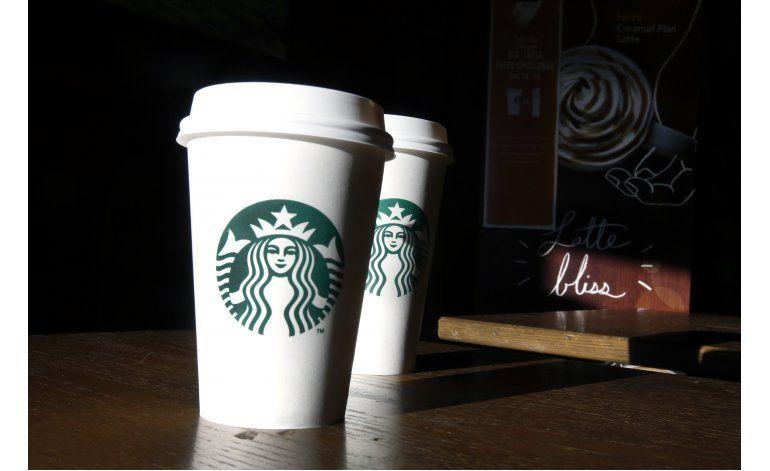 Procede demanda contra Starbucks por cafés pequeños
