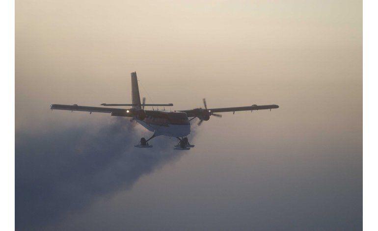 Avión aterriza para arriesgado rescate médico en Polo Sur