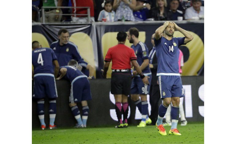 Lavezzi y Fernández, bajas de Argentina para final de Copa