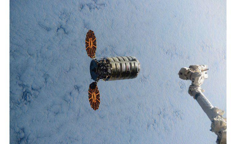 Chatarra de Estación Espacial se desintegra en la atmósfera