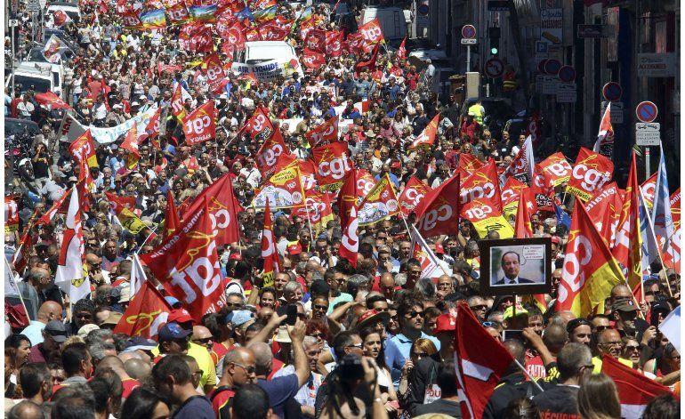 Policía y sindicatos de Francia llegan a acuerdo para marcha