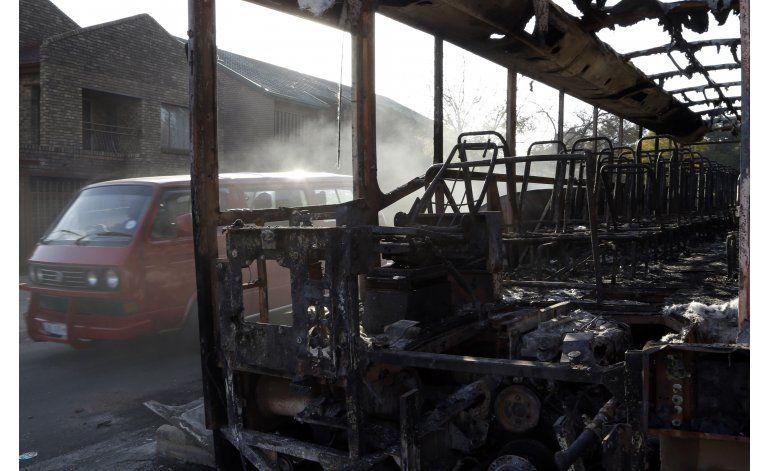 Disturbios siguen en Sudáfrica; dejan dos muertos