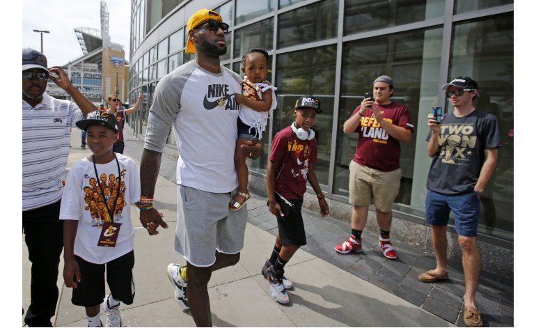 Multitud abarrota Cleveland para festejar con Cavs