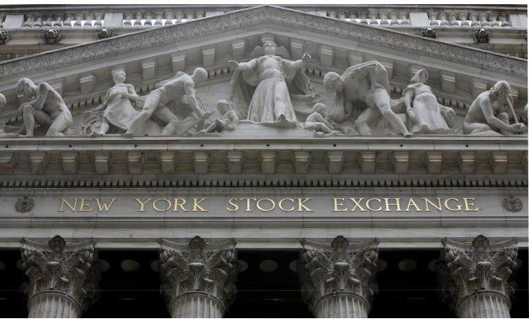 Wall Street pierde ímpetu y cierra en baja