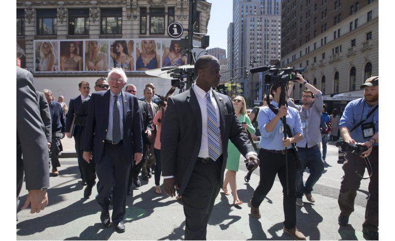 Sanders sigue en carrera y mantiene guardia de seguridad