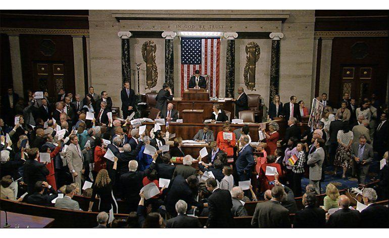 Demócratas ponen fin a sentada para exigir control de armas