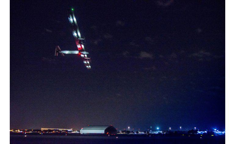 El avión solar aterriza en España tras cruzar el Atlántico
