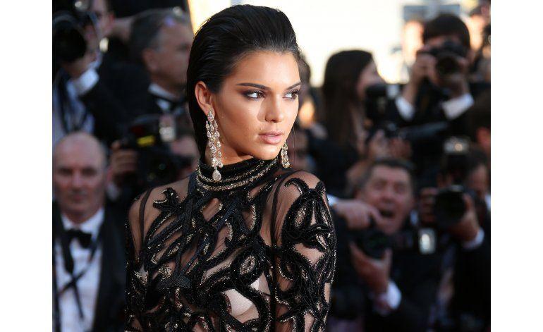 Kendall Jenner se vuelve una diosa gótica para Marc Jacobs