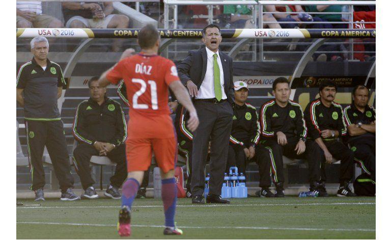 Osorio sigue al mando de la selección de México