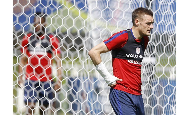 Vardy accede a extensión de contrato con Leicester