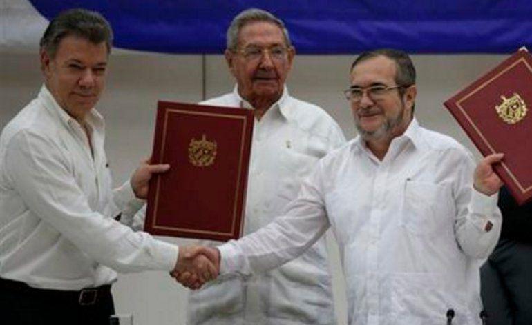 Día histórico para Colombia, gobierno y FARC firman el fin del conflicto