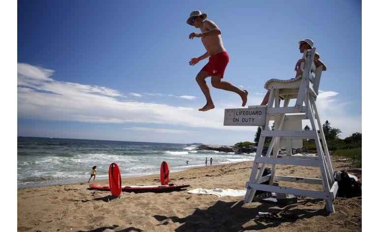 Escasez de salvavidas afecta a playas estacionales en EEUU