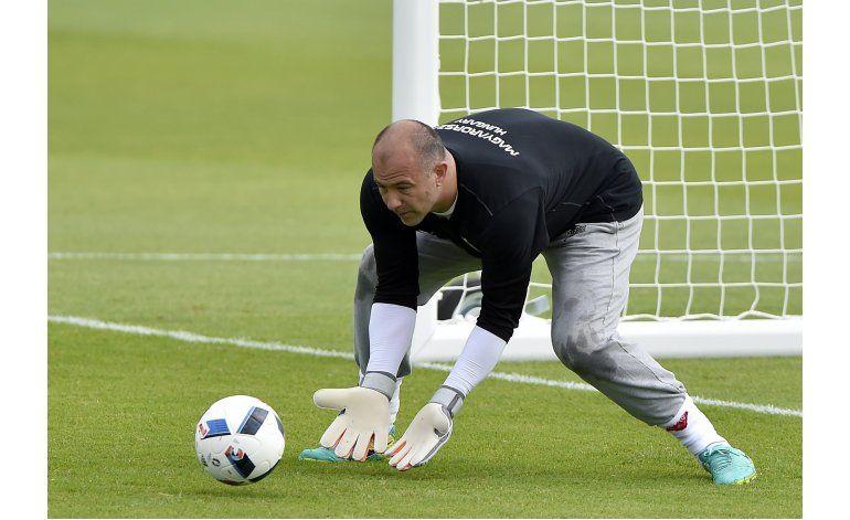 Los pantalones del húngaro Kiraly, sensación en la Eurocopa