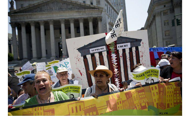 NY: Hispanos protestan decisión de Corte Suprema