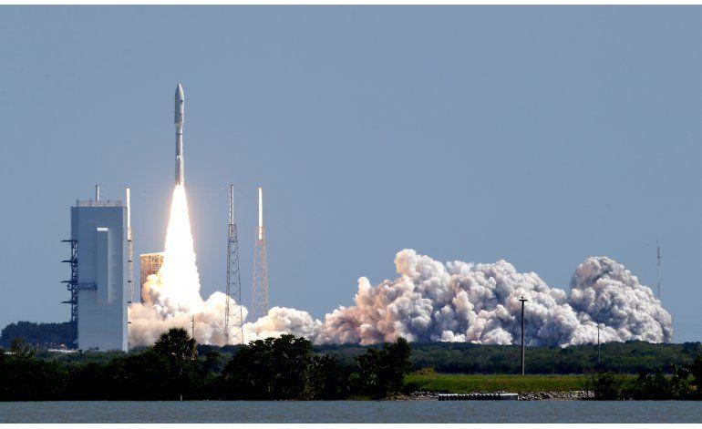 Cohete Atlas lanza satélite al espacio