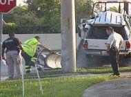 conductor murio al chocar contra un poste en una transitada interseccion del suroeste de kendall