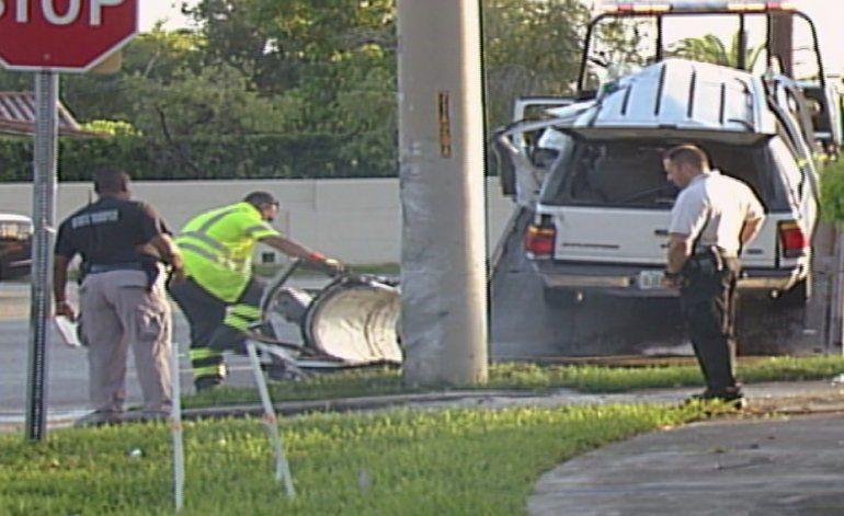 Conductor murió al chocar contra un poste en una transitada intersección del suroeste de Kendall