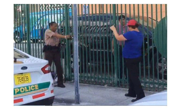 Arrestan a mujer hispana por enfrentarse a policías de Miami Dade en las afueras de la corte criminal del condado