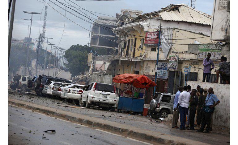 Atacantes toman rehenes en hotel de Somalia; 14 muertos