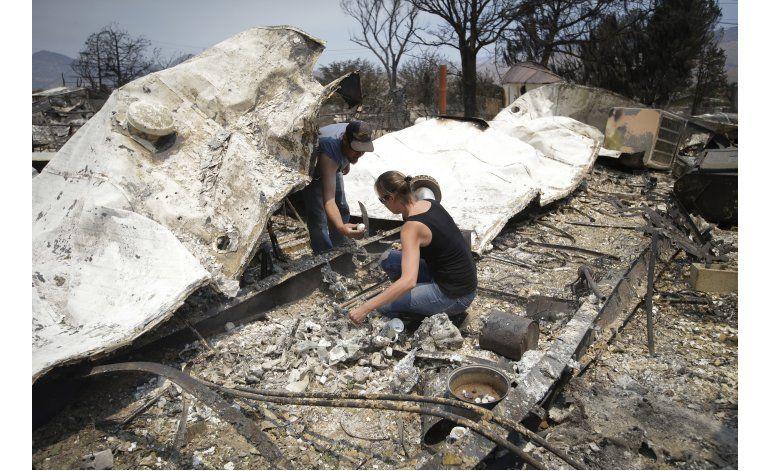 Incendio deja 150 viviendas destruidas en California
