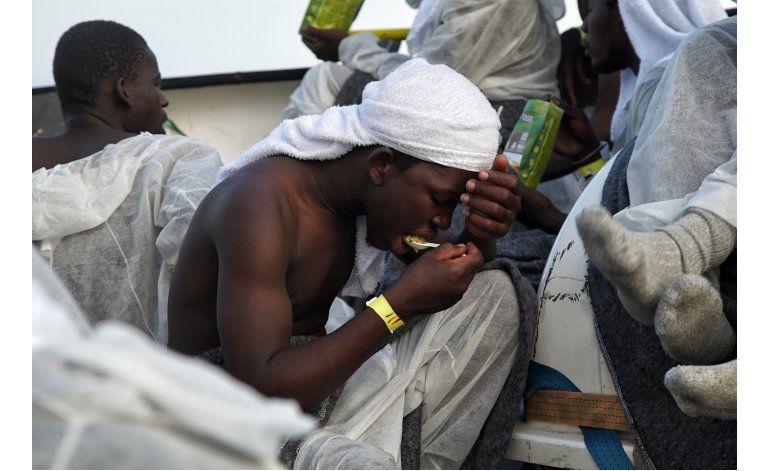 Llegan a España 30 inmigrantes africanos tras brincar cerco