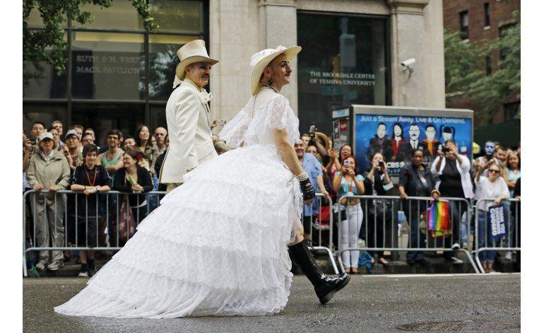 Recuerdan a víctimas de Orlando en desfiles gay en EEUU