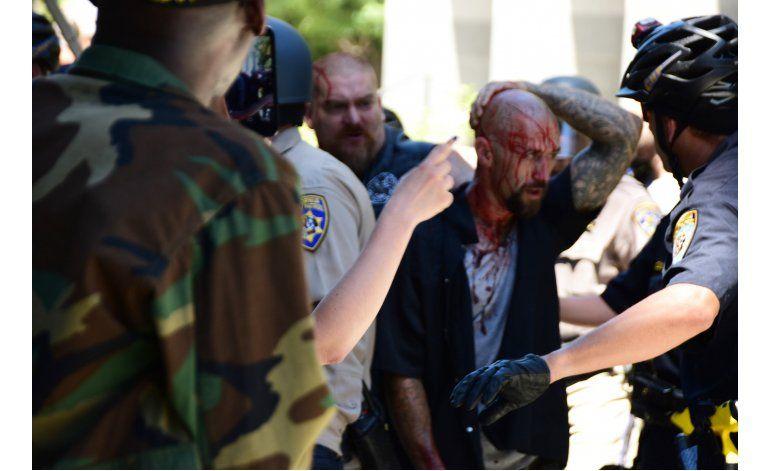 California: Choque de neonazis y opositores deja 10 heridos
