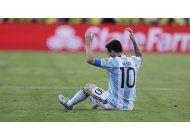 fanaticos reaccionan a  la derrota de argentina y a la  renuncia de messi