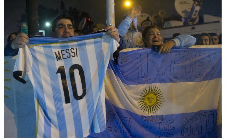 Argentinos piden a Messi que no se retire de la selección