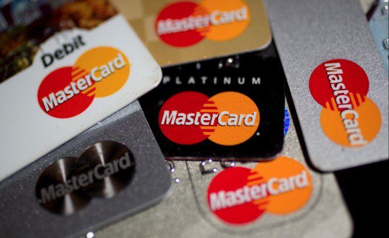 Cuba da luz verde a tarjetas MasterCard en cajeros automáticos habaneros