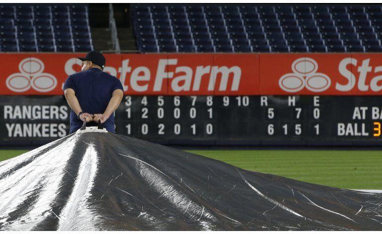 Rangers vencen a la lluvia y a los Yanquis de madrugada