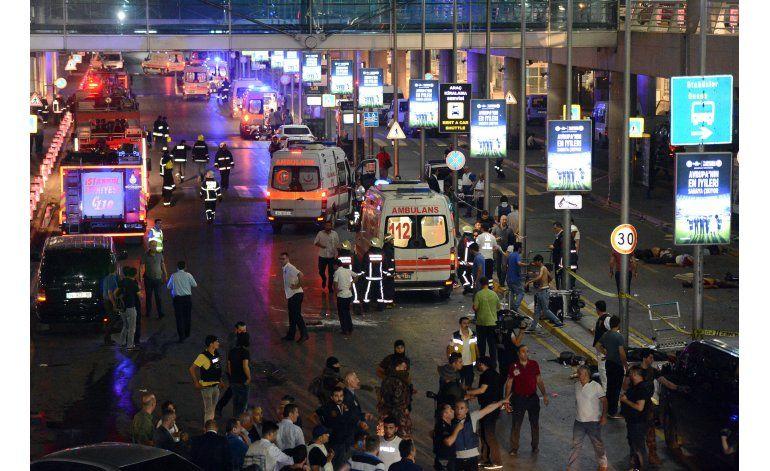 28 muertos por dos explosiones en aeropuerto de Estambul