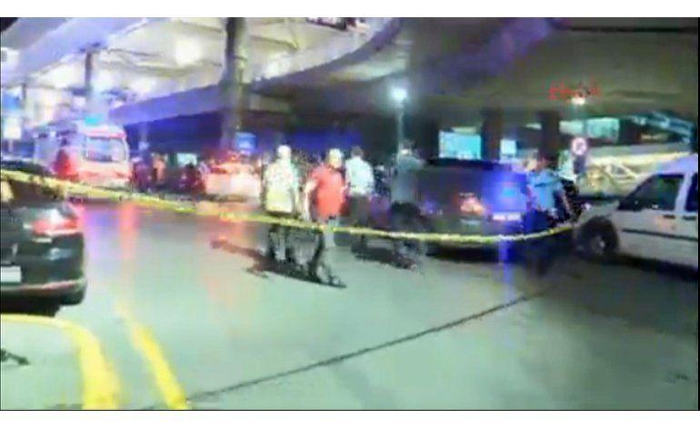 Decenas de muertos por explosiones en aeropuerto de Estambul